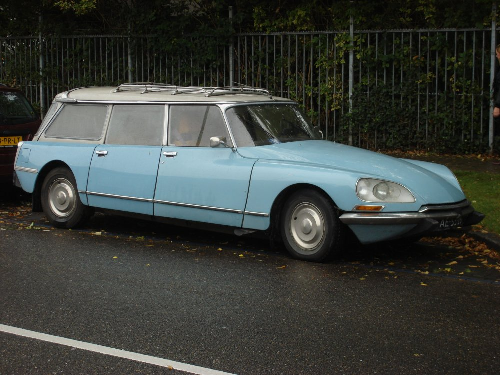 Citroen_DS_estate_Amsterdam_1.jpg