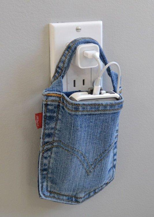 Idee-davvero-furbe-per-riciclare-i-jeans-borsa-carica-i-phone-denim.jpg