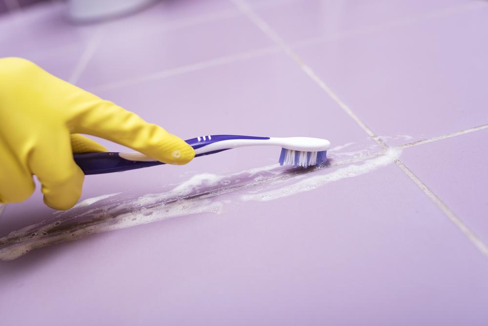 Risultati immagini per come pulire le fughe delle piastrelle