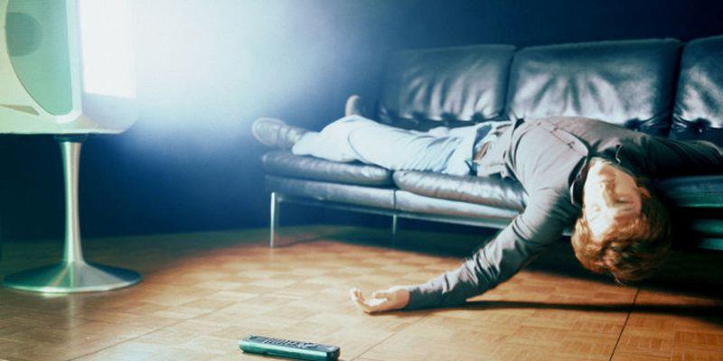 Dormire-davanti-alla-tv.jpg