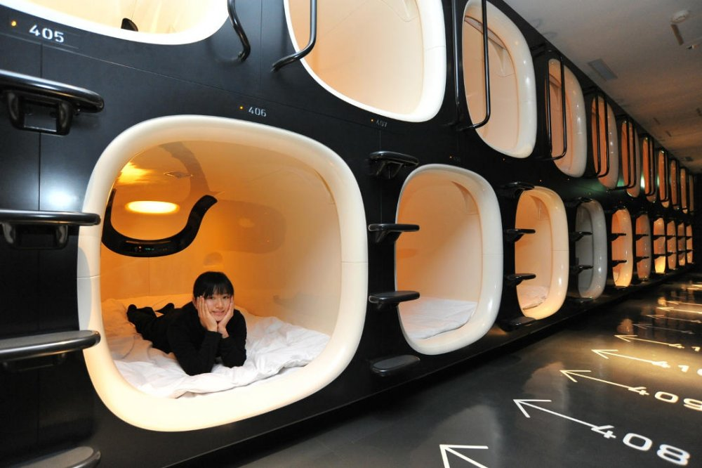 hotel-piu-bizzarri-al-mondo-alberghi-strani-9-hours-capsule-hotel-07.jpg