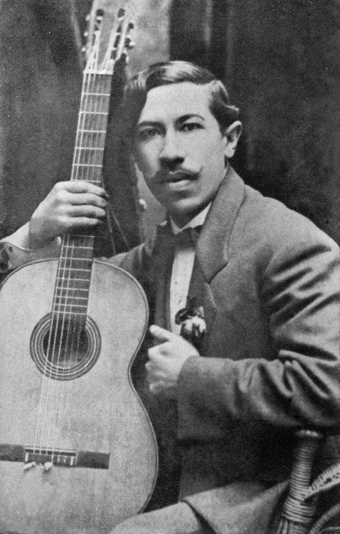 Agustín_Barrios_1910b.jpg
