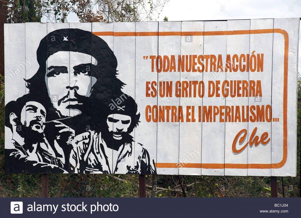 tabellone-cubano-con-citazione-di-che-guevara-tono-buestra-accion-es-onu-grito-de-guerra-contra-el-imperialismo-che-cuba-bc1j04.jpg